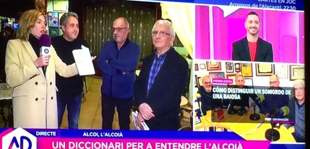 """<div class='banner_marca'></div><div class='banner_title'>El """"Diccionari de butxaca"""" cruza fronteras y aparece en la televisión autonómica valenciana</div><div class='banner_content'>El programa """"'A Punt directe"""" entrevista a Pep Jordá, a Manolo Antolí y a Javier Llopis</div>"""