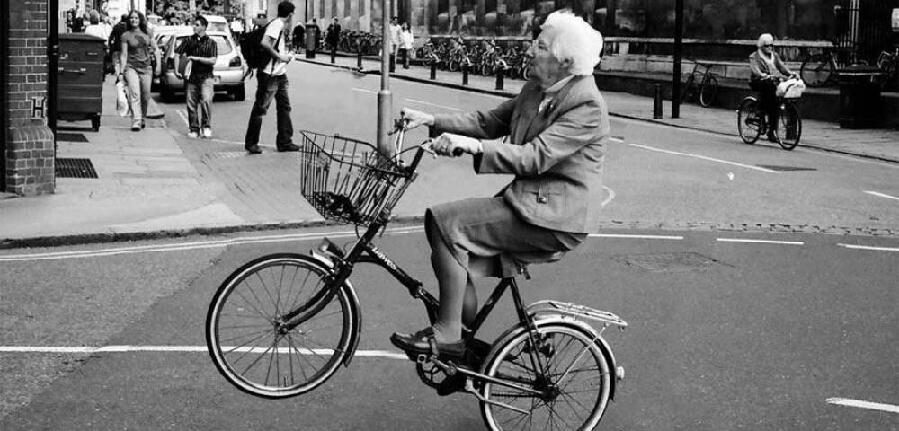 <div class='banner_marca'></div><div class='banner_title'>Cuaderno de campaña: Si la abuela tuviera ruedas sería una bicicleta</div><div class='banner_content'>Crónicas estupefactas de un Alcoy metido en plena vorágine electoral por Javier Llopis</div>