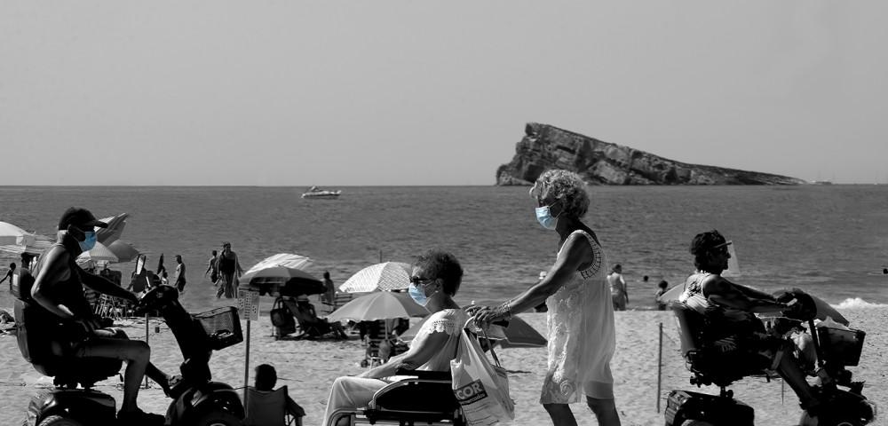 <div class='banner_marca'></div><div class='banner_title'>El verano más extraño de nuestras vidas</div><div class='banner_content'>Un reportaje fotográfico de Paco Grau</div>