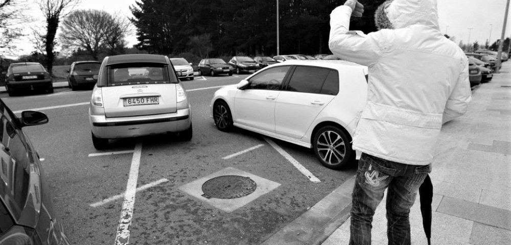 <div class='banner_marca'></div><div class='banner_title'>¡Adreça, adreça!</div><div class='banner_content'>Palabra clave de los alcoyanos a la hora de ayudar a aparcar un coche</div>