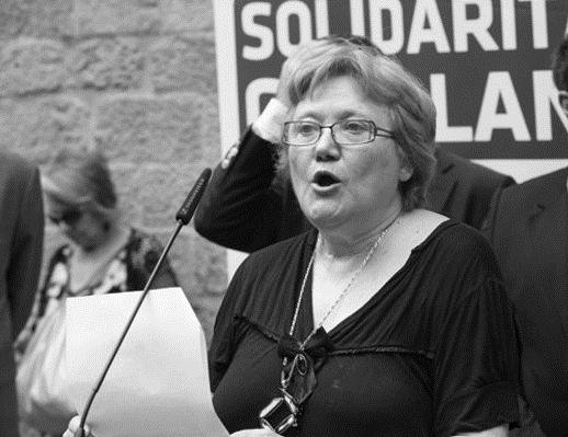 La escritora alcoyana Isabel-Clara Simó pide al alcalde de Barcelona que retire la Medalla de Oro a la infanta Cristina