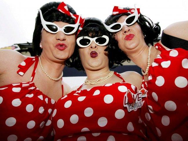 Fonèvol  exige a la concejalía de Fiestas que prohíba el desfile de hombres vestidos de mujer en el Carnaval