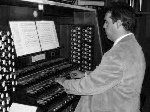 Francisco Amaya inicia la seua temporada de concerts d'orgue en l'església de Sant Jordi d'Alcoi
