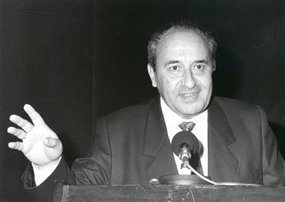 Fallece el filólogo alcoyano Ricardo Senabre