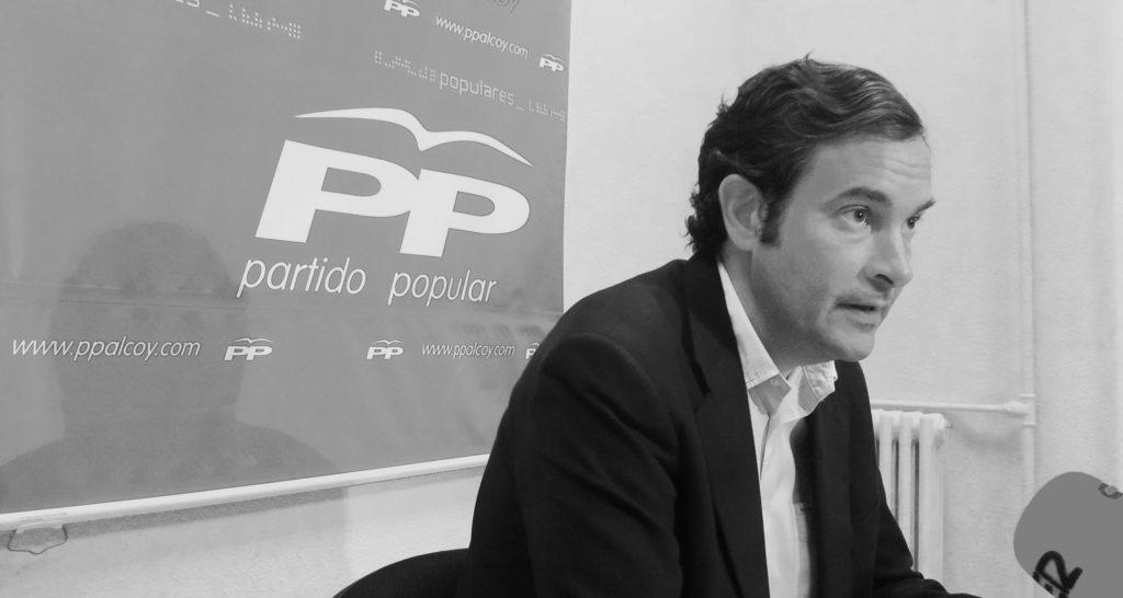 Fernando Pastor se consolida como un político incombustible y da el salto a la escena autonómica