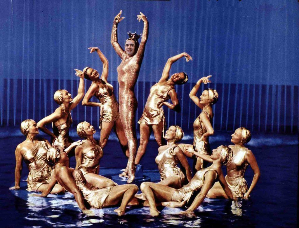 Coincidiendo con la Mostra de Teatre, el gobierno municipal prepara un gran espectáculo piro-acuático-musical para celebrar la reapertura de las fuentes de la ciudad
