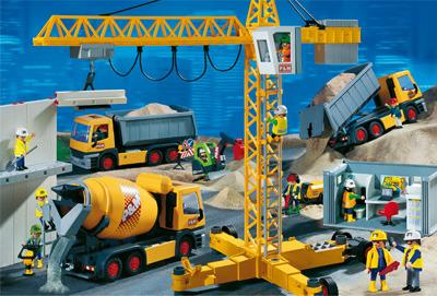 El Partido Popular construirá un polígono industrial con clicks de Playmobil en un macetero de la Rosaleda