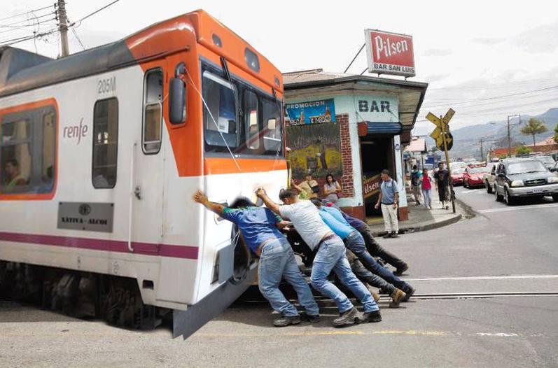 RENFE resolverá los problemas de la línea Alcoi-Xàtiva con un grupo de levantadores de piedras vascos