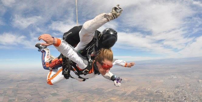 Dado el creciente bloqueo de accesos a Alcoi el Ayuntamiento reacciona y ofrece cursos gratuitos de paracaídas y parapente a residentes, turistas y visitantes para facilitar su entrada en la población
