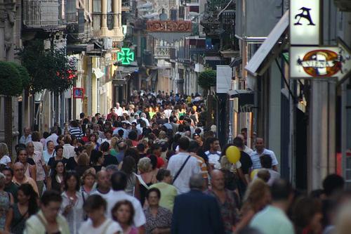 Una colisión en el cantó Pinyó entre dos rutas turísticas que circulaban por la ciudad provoca el caos circulatorio sin que haya que lamentar heridos de gravedad