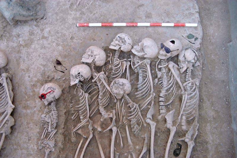 El descubrimiento de una necrópolis hispano árabe cerca de Alcalà de la Jovada desmiente la tesis mantenida por el insigne historiador Ricard Bañó sobre que 'Al-Azraq no portava ulleres'