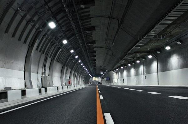 El arquitecto valenciano Akhenatón Moltó gana el concurso promovido por el Ayuntamiento para modernizar la calle Entença' con el proyecto 'Como un túnel pero sin el como'