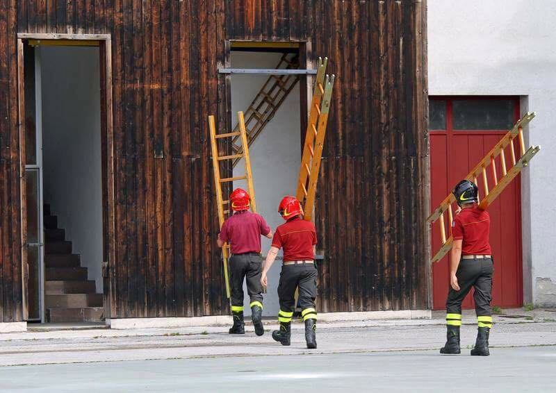 La Concejalía de Fiestas del Ayuntamiento de Alcoy se plantea sustituir los pajes de la Cabalgata por bomberos de los parques de Alicante, Valencia y Castellón para evitar susceptibilidades