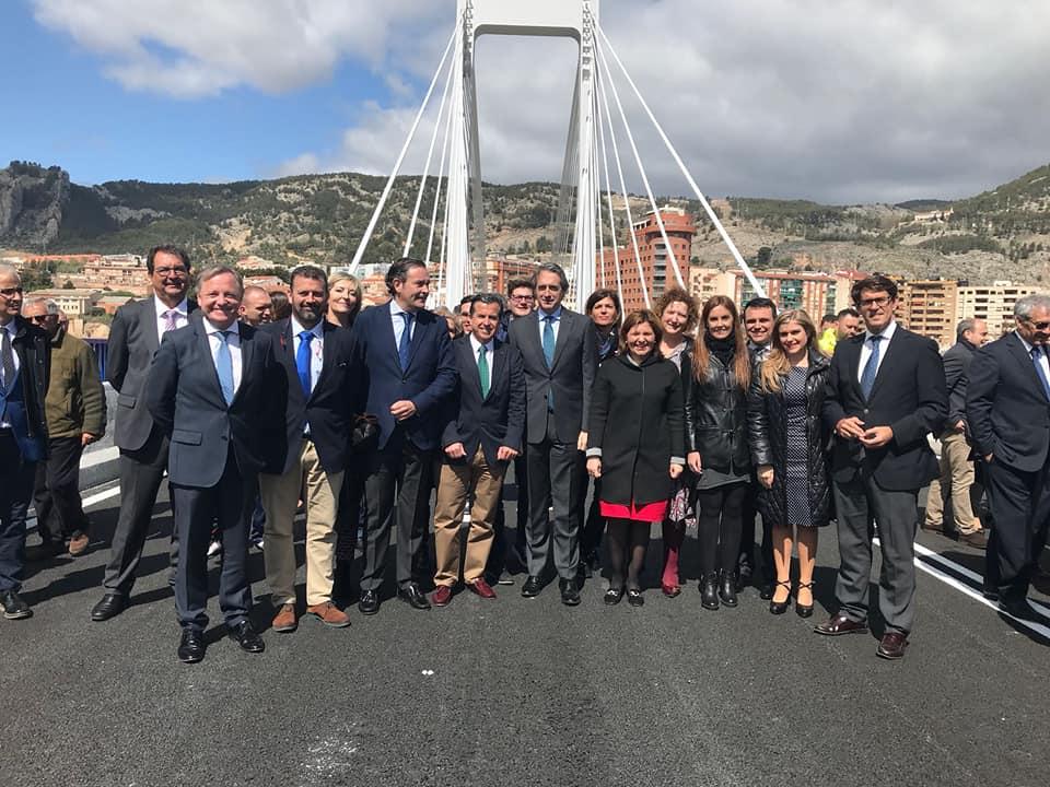 Se rompe uno de los tirantes del reinaugurado puente Fernando Reig por el peso de la masiva concentración de dirigentes del PP