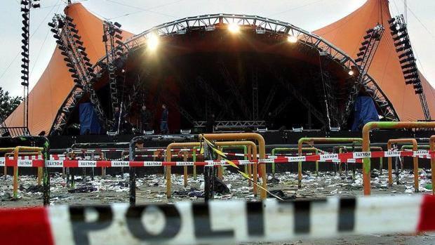 La policía local suspende un concierto que se celebraba en la Plaça de Dins tras comprobar que entre los componentes del grupo no se encontraba el músico Moisés Olcina