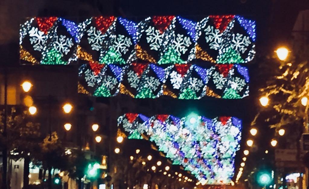 Decenas de transeúntes sufren brotes espasmódicos debidos al efecto estroboscópico de la iluminación navideña