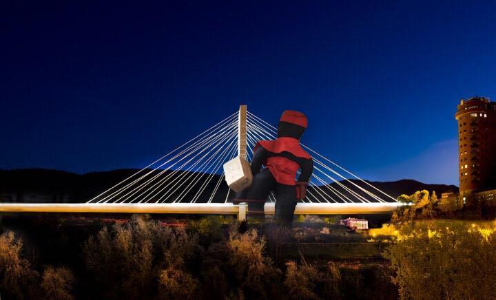 Alcoy instalará un paje gigante en el puente Fernando Reig