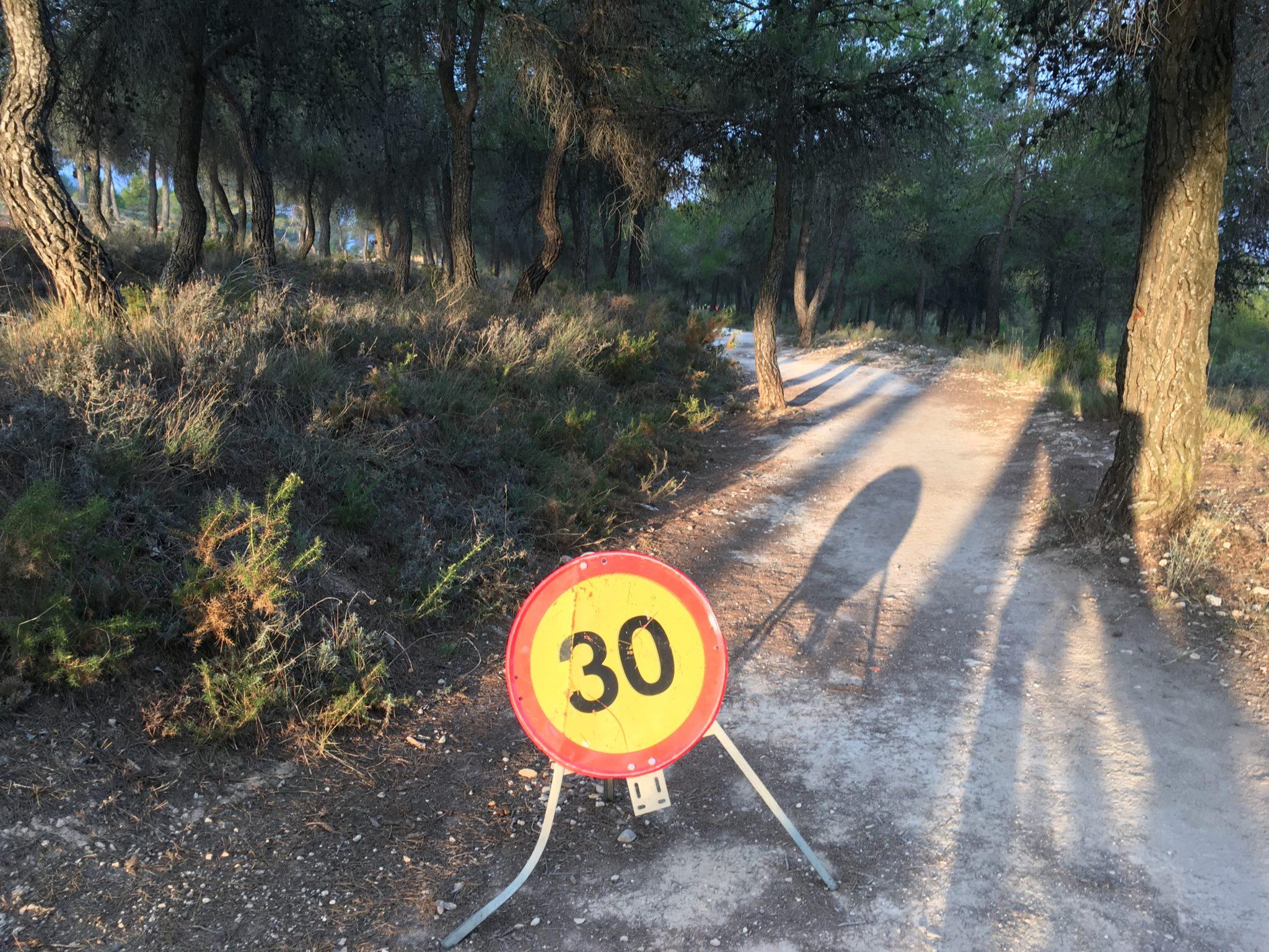 Tras una colisión múltiple en la Vía Verde, la Guardia Rural de Tráfico decide limitar la velocidad en la zona a 30 km/h