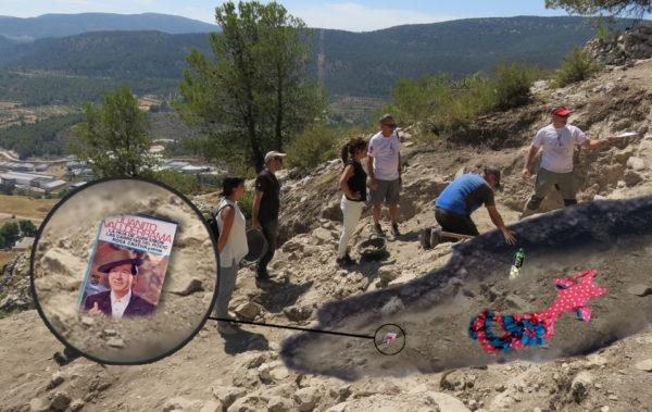 Los trabajos en la excavación andalusí de El Castellar sacan a la luz un traje de faralaes, restos de rebujito y una cinta casette de Juanito Valderrama