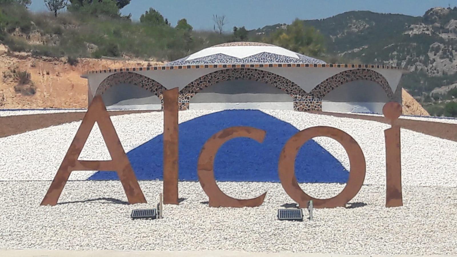Un turista madrileño que regresaba de una boda se confunde en la rotonda del Molinar al estar escrita en valenciano y acaba en Campo Criptana