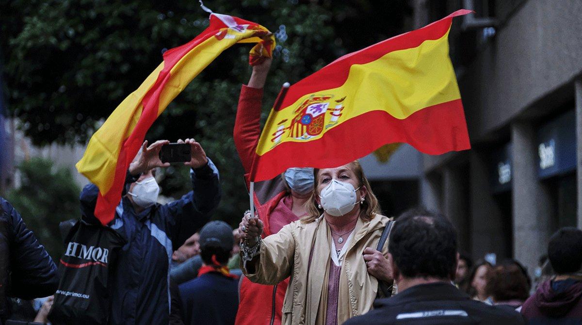 Los vecinos del madrileño barrio de Salamanca se manifiestan porque los barceloneses pueden ir a la playa y ellos no