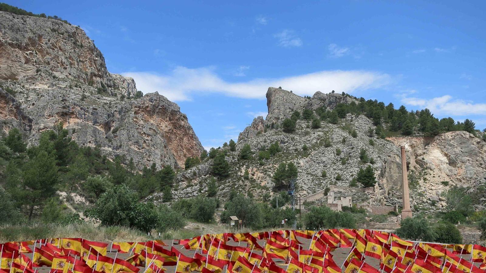El Ayuntamiento instala miles de banderas en la entrada del Barranc del Cint para averiguar por donde entra el airuset