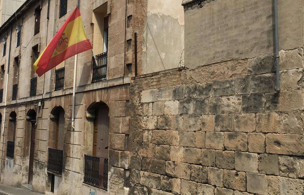 El Ayuntamiento cobrará una tasa por las banderas en balcones que pasarán a tener consideración de publicidad exterior