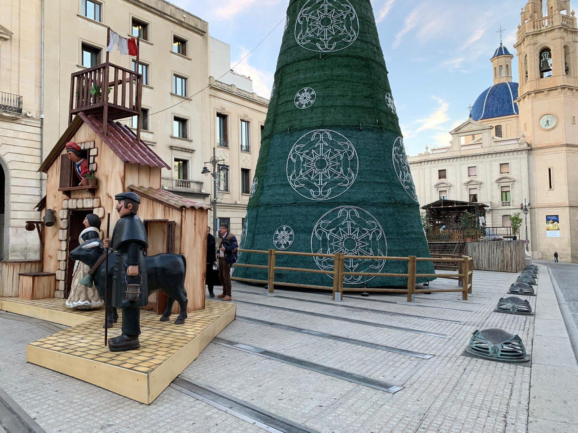 El Ayuntamiento intentará batir el Récord Guinness de elementos navideños en una misma plaza