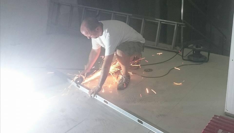 Desarticulada una banda organizada que se dedica a cortar cosas de aluminio con una radial a la hora de la siesta durante los fines de semana